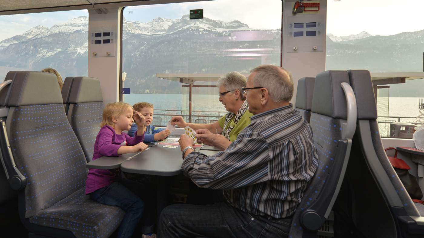 Gemütliche Reisen dank reservierte Plätze im Luzern-Interlaken Express