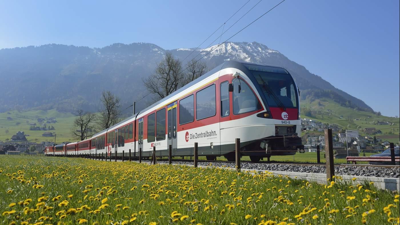 Luzern-Engelberg Express vor Stanserhorn