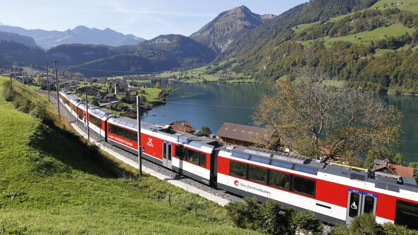 Key visual Luzern-Interlaken Express vor Lungernsee
