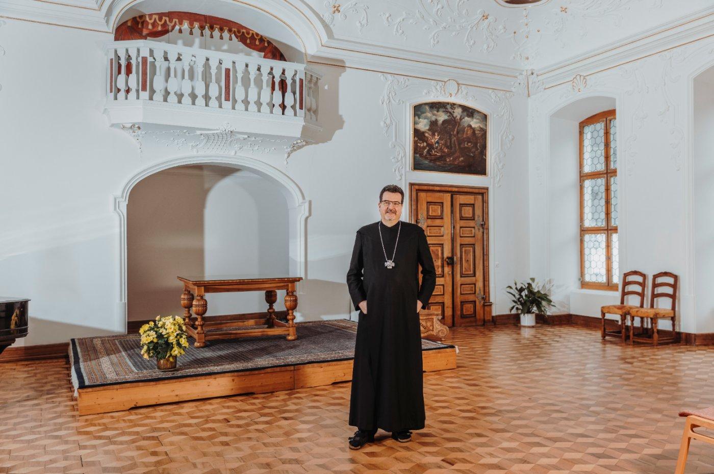 Abt im Kloster